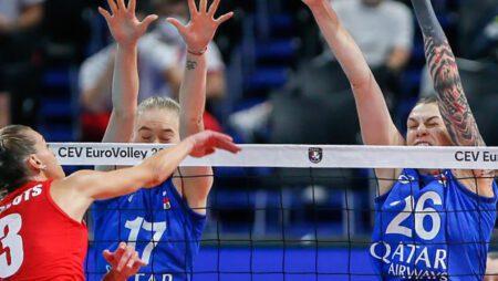 Российским волейболисткам практически удалось одержать победу над чемпионками мира. Но проиграли на коротком сете
